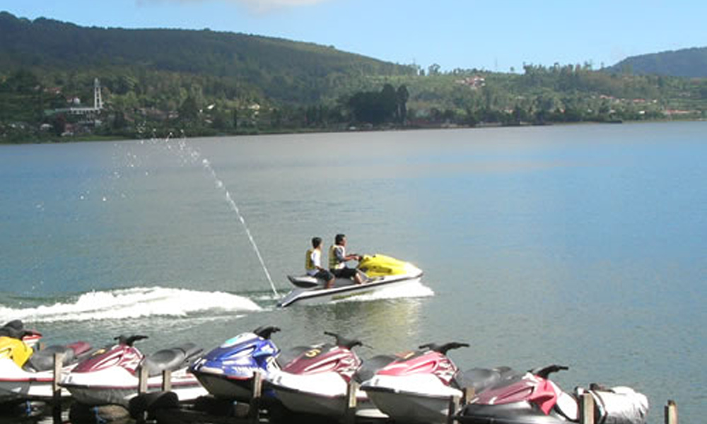 Watersport in Lake Beratan
