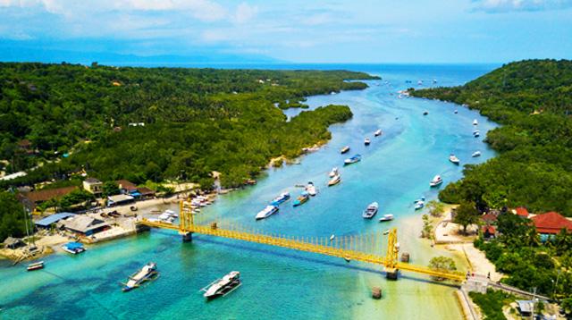 Yellow Bridge on Nusa Lembongan